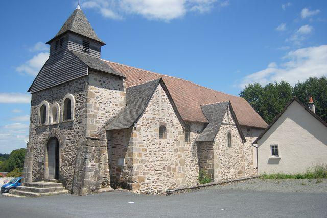 Kirche im Ort Arnac-Pompadour