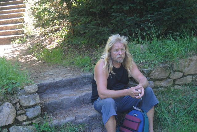 k-22_Gerd am Weg wieder nach oben zum Camping